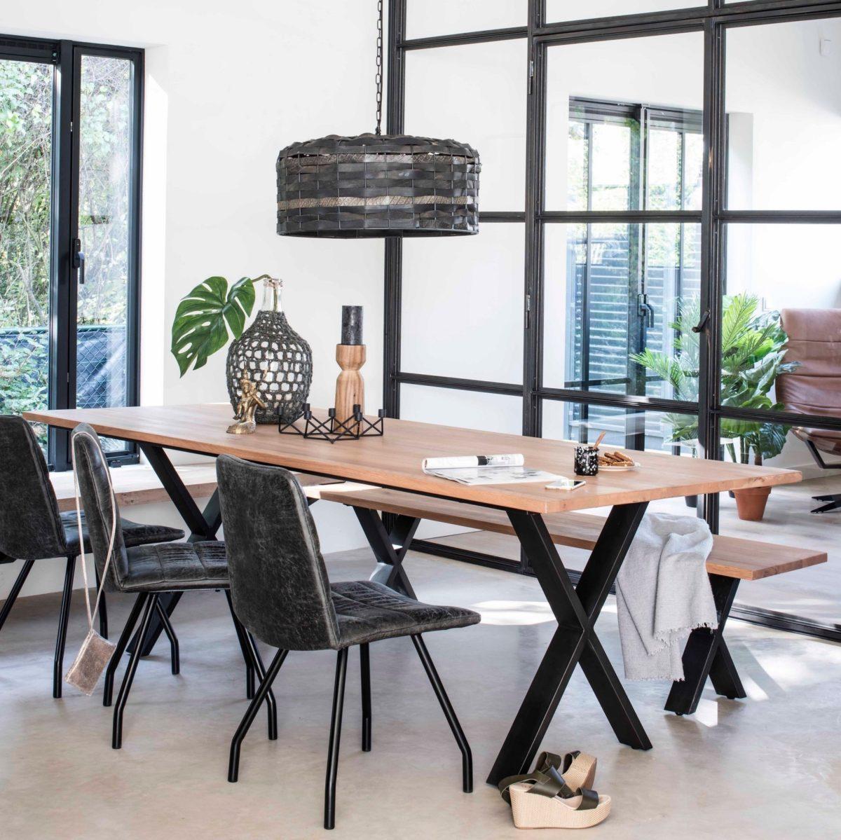 Xi dining table met Bandit