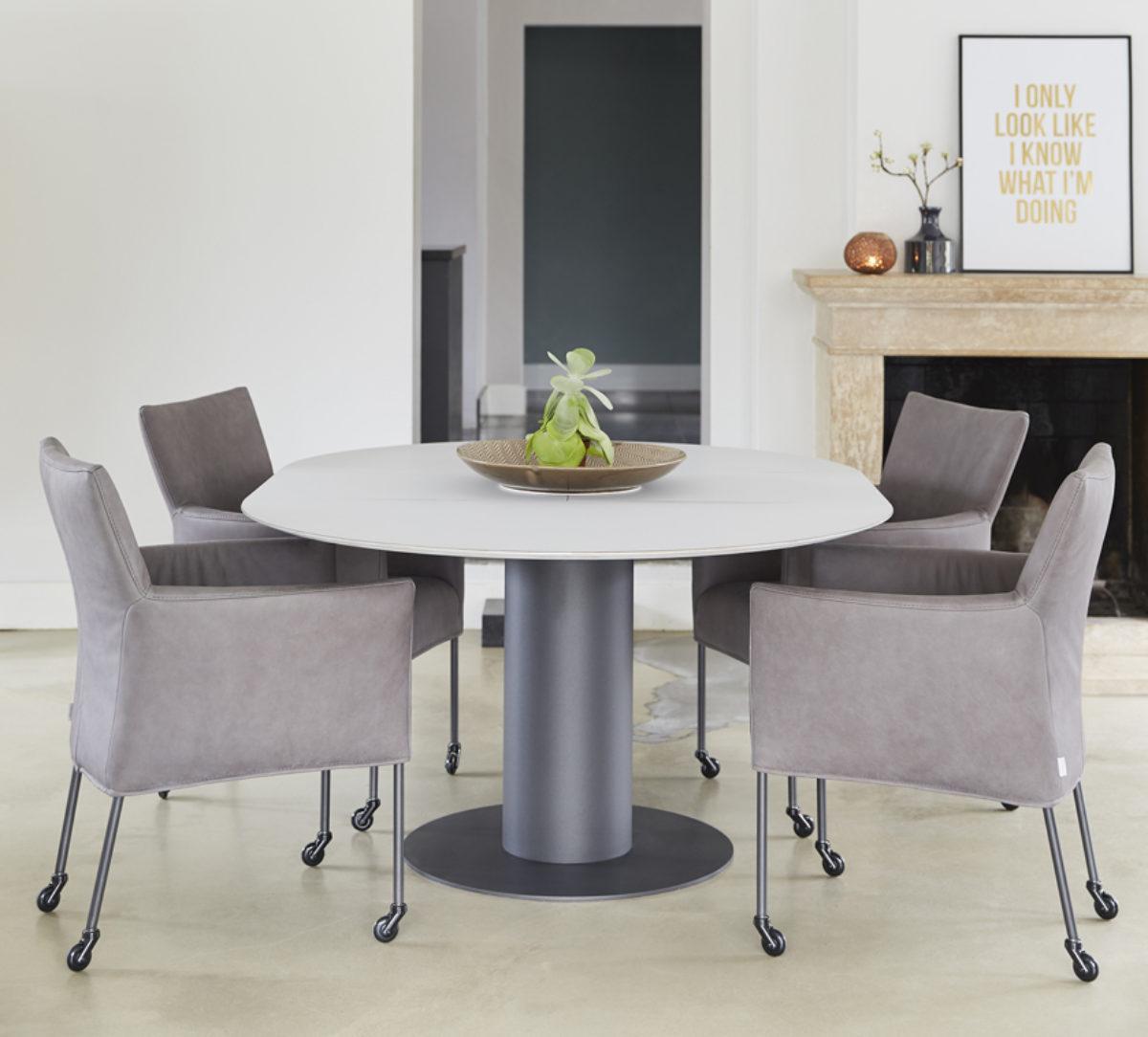 Bert Plantagie tafel table ovaal stoel wieltjes