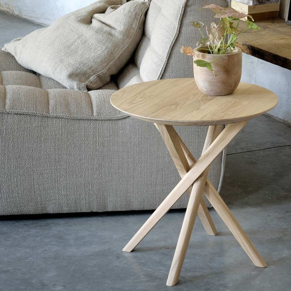 Ethnicraft mikado round side table oak 01