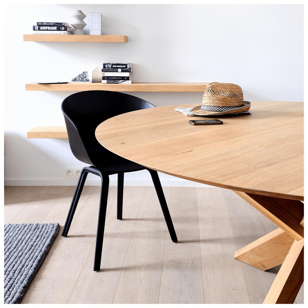 Eiken circle dining table sfeer 2
