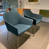Arco - Sketch Lobby stoel op rvs slede stof Tonica 831.