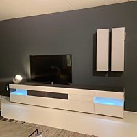 Karat - TV podium met soundbar.