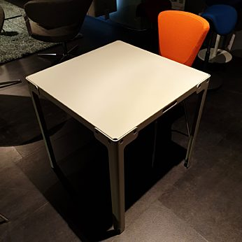 T-Table 70x70x73 cm kleur parallel.
